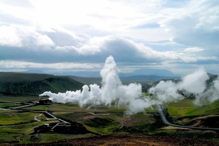 Kraftverk som utnytter jordvarme finnes i dag stort sett bare i vulkanske områder – som her på Island. Bildet viser det geotermiske kraftverket Krafla som ble satt i drift i 1977. (Foto: GEO / Halfdan Carstens)