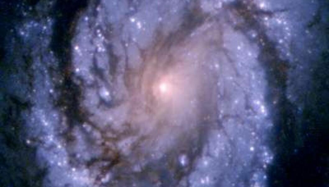 """""""Her ser du spiralgalaksen M100. Bildet er tatt av Hubbleteleskopet. Kanskje bor det noen her?"""""""