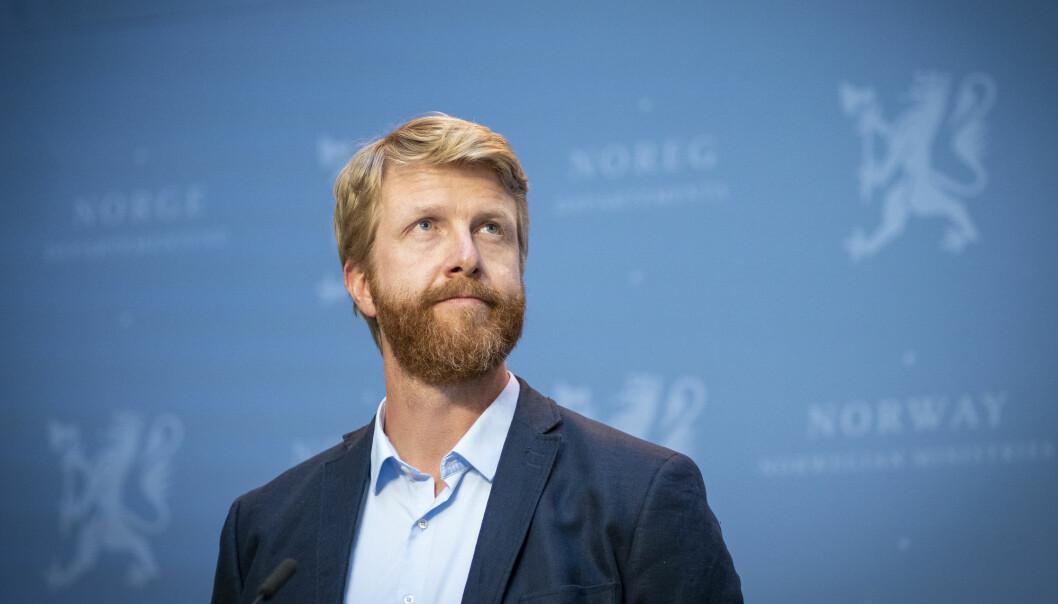 Overlege Are Stuwitz Berg i Folkehelseinstituttet under regjeringens pressekonferanse om koronasituasjonen, der nye reiseråd ble lagt fram. fram.
