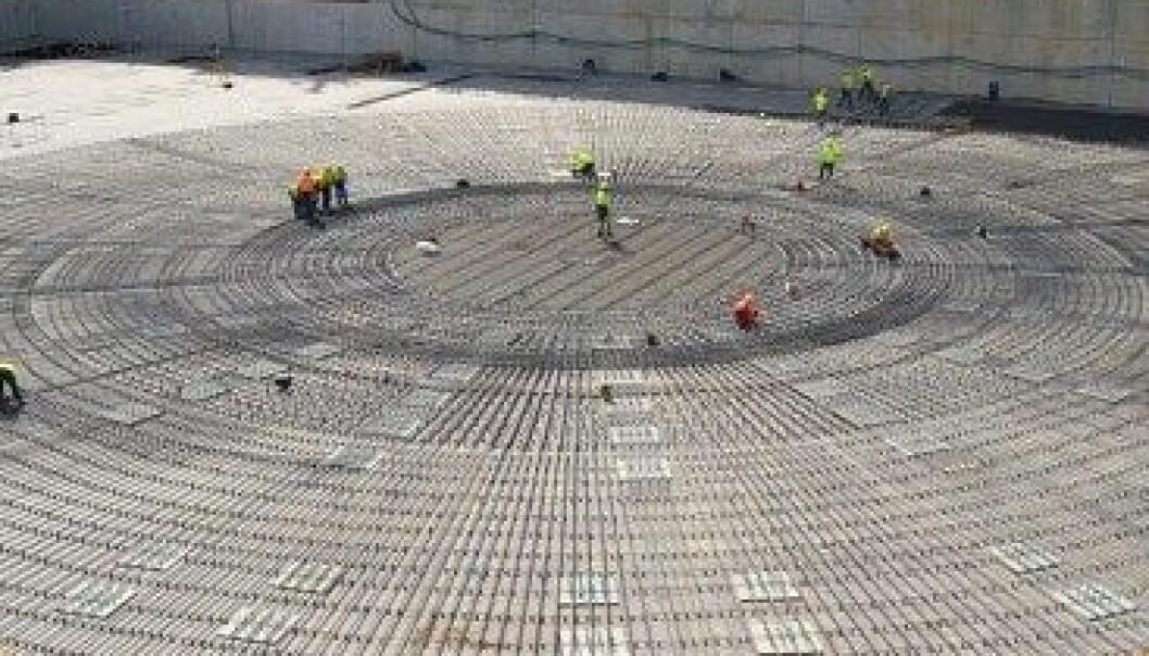 Grunnlaget legges for ITER-reaktoren. Reaktoren vil bli nesten 30 meter høy. ITER