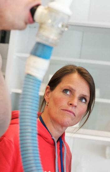 Elisabeth Edvardsen opplever at lungekreftpasienter tåler trening overraskende godt. (Foto: Birgitte Hendeide)