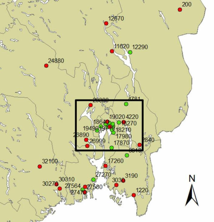 Ploviometerstasjoner for kontinuerlig nedbørmåling på Østlandet. Rødmerkede er nedlagte målestasjoner. (Foto: (Figur: Ødemark et al, 2012))