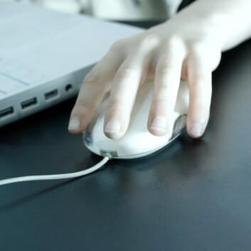 De voksne trenger ikke bekymre seg. De unge har god kontroll på sikkerheten når de kommuniserer med vennene på internett, viser ny forskning. (Illustrasjonsfoto: Colourbox)