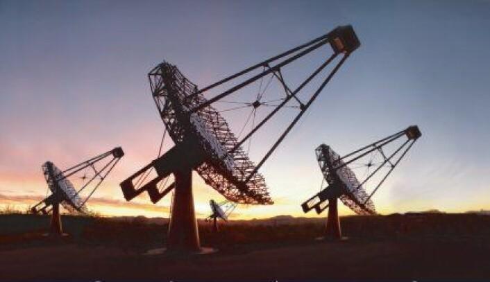 """""""VERITAS-teleskopene ved Whipple Observatory. Med disse teleskopene har Rose og kollegaene tenkt å fortsette jakten på lys fra intelligent liv i rommet."""""""