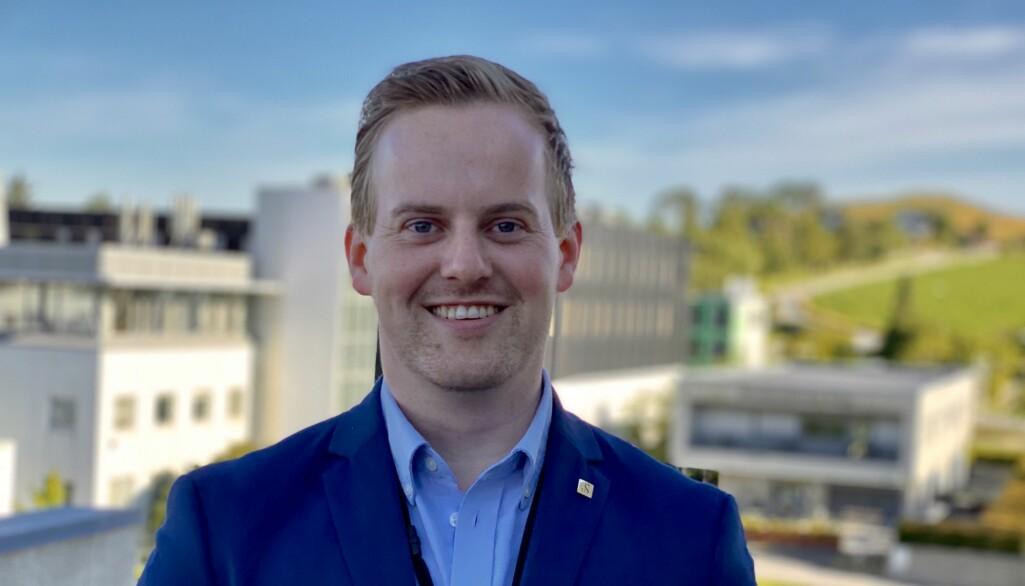 Markeds- og kommunikasjonsrådgiver Sven-Magnus_Skimmeland ved Universitetet i Stavanger kan tilby et rekordstort antall framtidige studenter studieplass ved Universitetet i Stavanger til høsten.