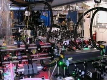 Det er en del å holde orden på i laboratoriet på forskningssentrert NIST i USA. (Foto: NIST)