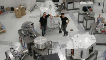 En ny atomakselerator har ankommet Aarhus Universitet og blir klargjort til bruk. Jan Heinemeier
