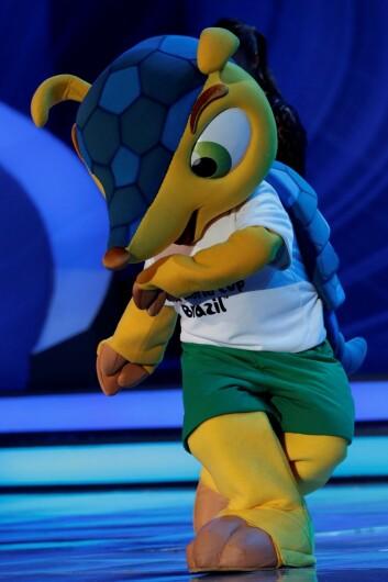 Maskot-varianten av beltedyret er en velkommen gjest på Brasils fotballbaner. (Foto: Ricardo Moraes, Reuters)