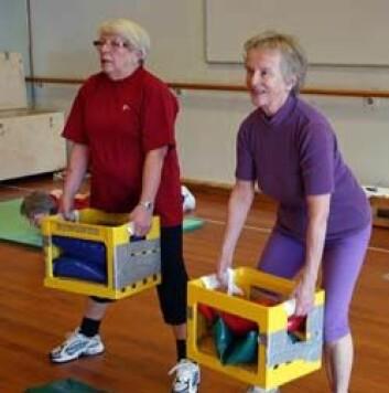 Styrketrening kan gjøres enkelt og funksjonelt. (Foto: NIH)