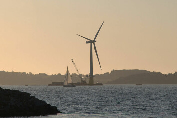 Hywind-turbinen i Åmøyfjorden, verdas første flytande vindturbin i MW-klassen. (Foto: Lars Christopher/Wikipedia Commons)
