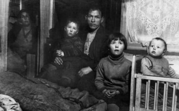 Arbeiderfamilie på fem i Oslo rundt 1930. (Foto: Nanna Broch/Oslo Museum/CC)