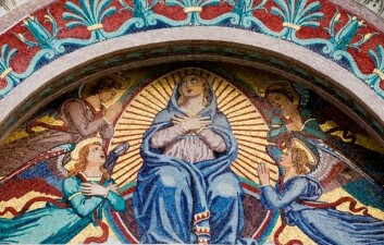 En av de mer forseggjorte gjengivelsene av Jomfru Maria. (Foto: (Illustrasjon: www.colourbox.no))