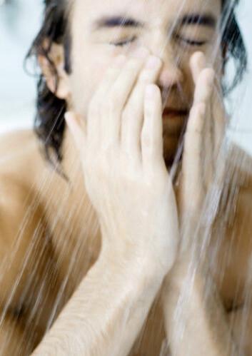 Man skulle kanskje tro at det var lett for forskerne å svare på hvor ofte kroppen trenger en vask. Men det er på ingen måte tilfellet. – Det er et enkelt spørsmål som dessverre ikke har noe enkelt svar, sier den amerikanske professoren Richard Gallo fra University of California, San Diego. (Foto: Colourbox)