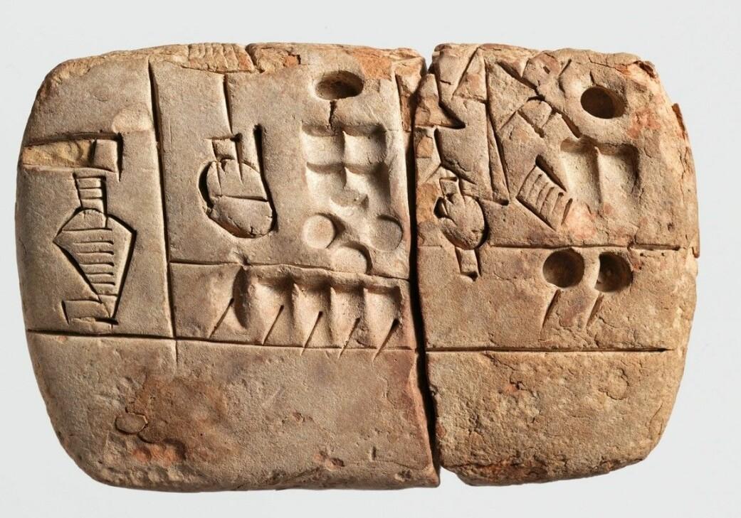 Denne leirtavla er mer enn 5000 år gammel. Det er en avtale om at en mengde korn skal leveres over tre år. Og her står også det navnet som forskere mener er det eldste navnet som er skrevet ned.