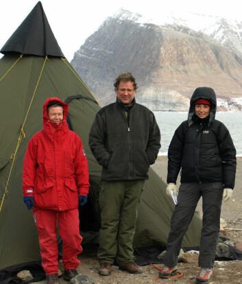"""""""Polarforskere på Svalbard. Cecile Rolstad i rødt."""""""