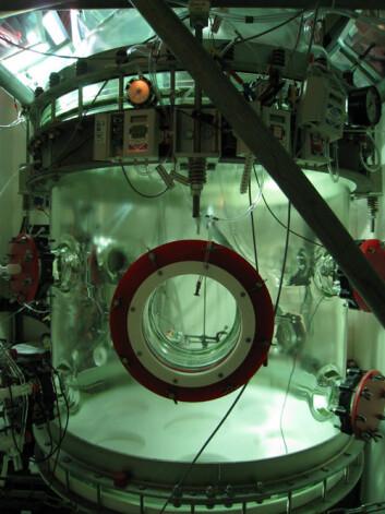 Inne i dette kammeret med plass til 1450 liter gass studerte forskerne dannelse av aerosoler. (Foto: Mikael Ehn)
