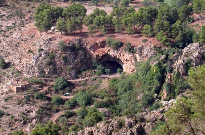 Grotten hvor de 52 skjelettene er funnet. (Foto: Ian Cartwright)