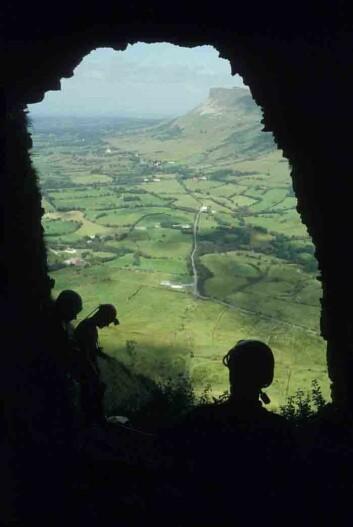En av de irske hulene hvor det er funnet rester etter brunbjørner. (Foto: Mike Simms)