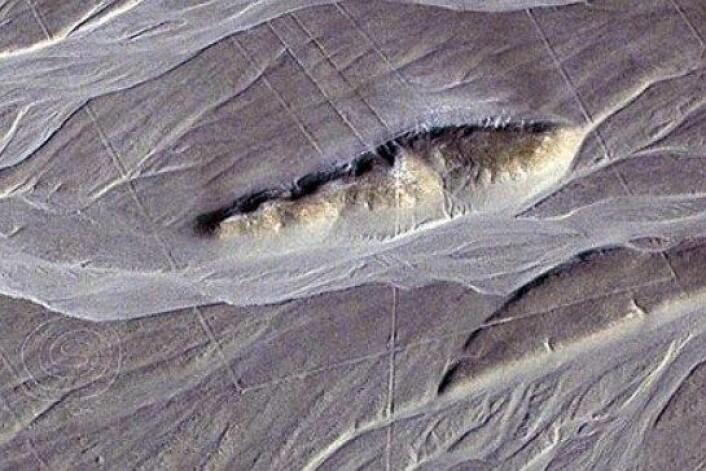 Nazcafolket laga mystiske linjer og geometriske mønster i ørkenen. Formasjonane på biletet viste seg å skjule ein labyrint. (Foto: Clive Ruggles)