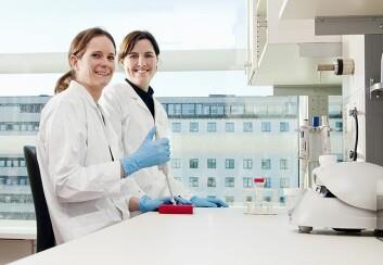 Stipendiatene Anita Sveen (t.v.) og Trude H. Ågesen (t.h.), som begge avla sin doktorgrad i 2012, har stått for utviklingen av de prognostiske testene. Foto: privat