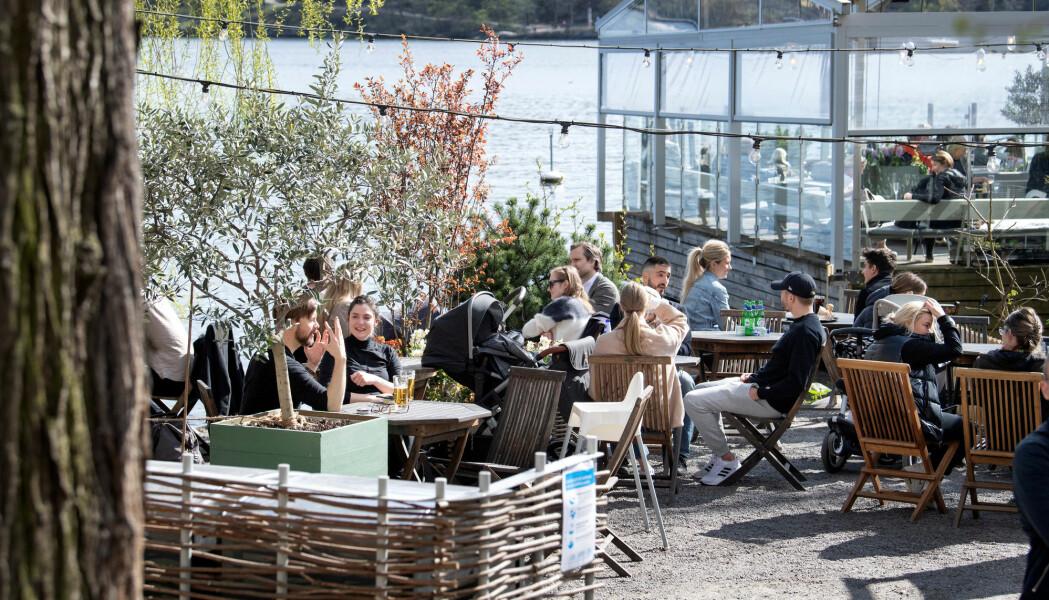 Mens mange land stengte en rekke tilbud på grunn av koronapandemien, kunne folk i Stockholm gå på kafé i april. Men også svenskene kuttet forbruket sitt kraftig.