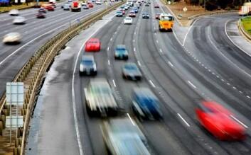 Stadig flere biler sier ifra dersom føreren kjører for fort, kommer over i motsatt kjørefelt eller sovner. (Foto: Shutterstock)