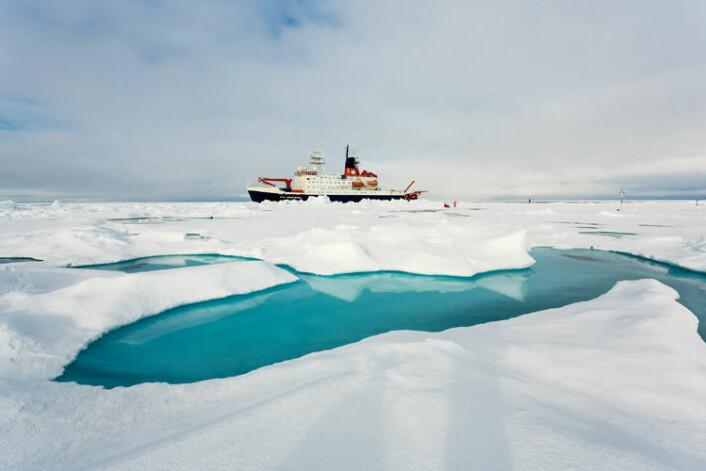 """""""Polarstern"""" i isen. (Foto: Stefan Hendricks, Alfred Wegener Institute, Helmholz Center for Polar and Marine Research)"""