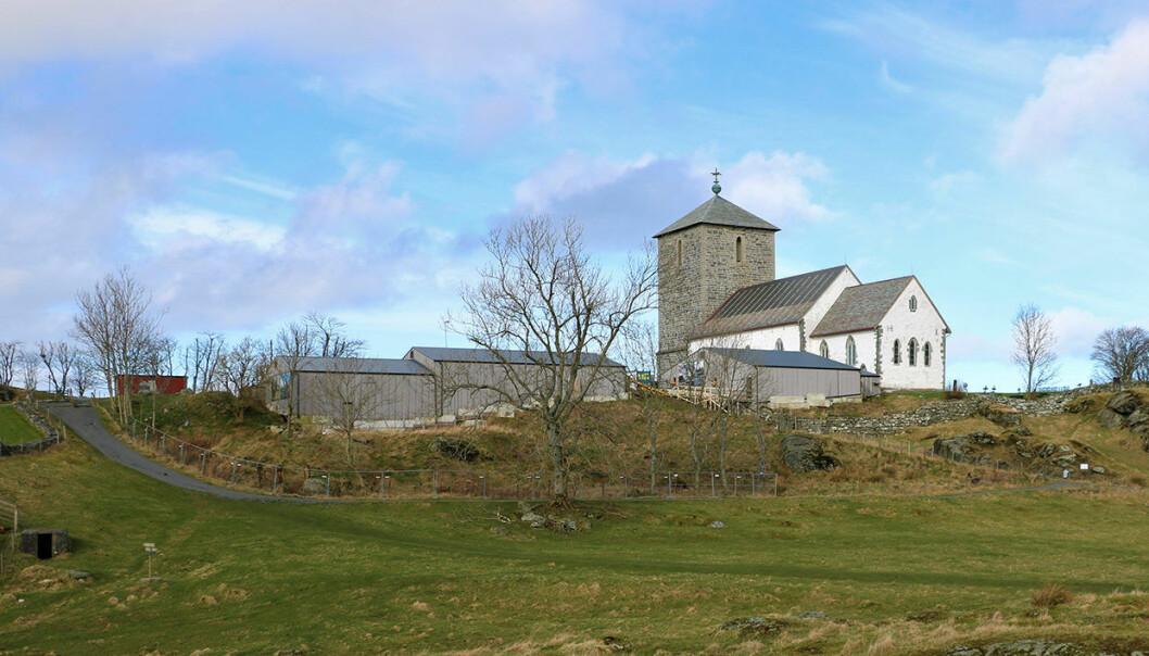Olavskirka på Avaldsnes: Kirka ble reist som en del av Håkon IV Håkonssens kongsgård omkring år 1250. Ruinene etter denne kongsgården graves nå fram.
