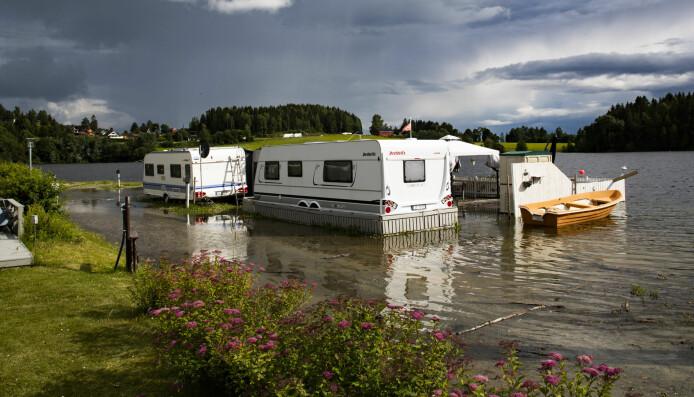 Det har vært flom på Østlandet også i sommer. Her har Mjøsa oversvømt Steinvik Camping ved Moelv i juni.