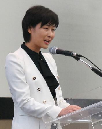 Liu Yang forteller om romferden ombord på romskipet Shenzhou 9 sommeren 2012, på Den internasjonale romfartskongressen i Napoli, 2012. (Foto: Arnfinn Christensen)