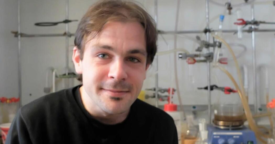 Knut Hylland forsker på Suzuki-reaksjonen, som blant annet brukes til å lage legemidler og materialer med spesielle egenskaper.