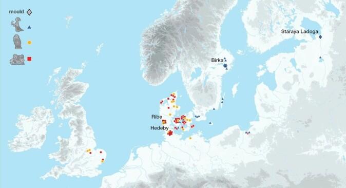 Vedheng med valkyrjemotiv er funnet mange steder i Nord-Europa. Dette kartet her viser spredningen av tre typer, støpt i bronse eller i sølv. De fleste funnene viser stor variasjon i form, stil og attributter, og de ble sannsynligvis laget mange steder.