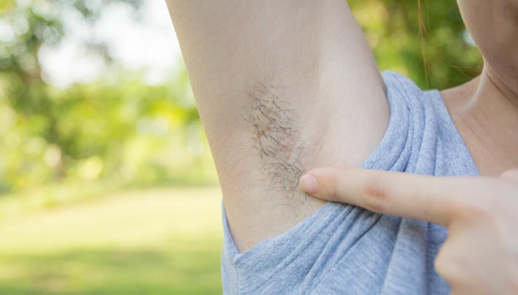 Jenter får hår under armene når de kommer i puberteten, og håret er gjerne annerledes enn det vi har på hodet.