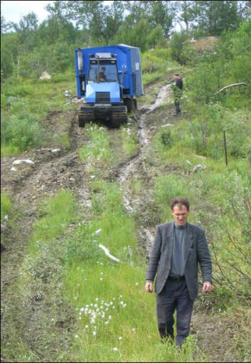 """""""Vasily Litvinenko har vært sjefkoordinator for boreprosjektet i Russland. Det øverste bildet viser geologene Dmitri Rychanchik og Alexandr Romashkin ved Karelian Science Centre. Alle foto: Aivo Lepland"""""""