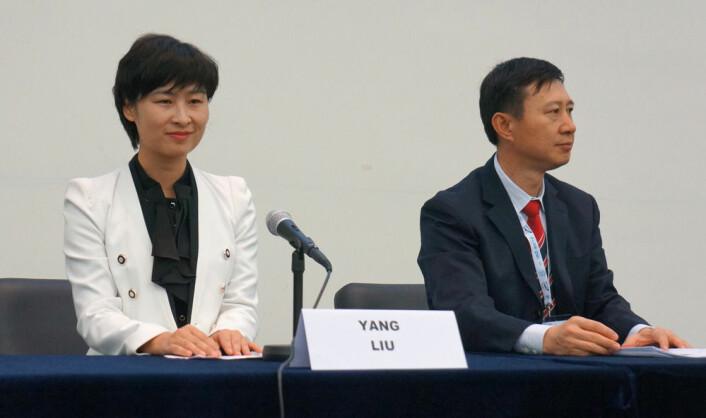 Liu Yang, taikonaut (t.v), og Wang Zhaoyao, leder av China Manned Space Engineering Office, (Foto: Arnfinn Christensen)