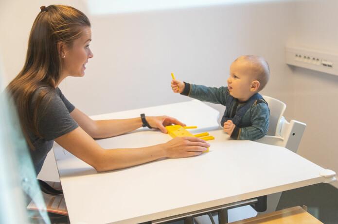 Fra en av utviklingstestene forskerne gjorde da barna var 11 måneder.