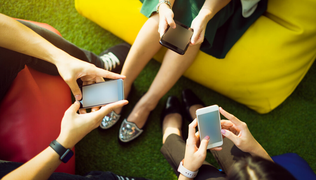 Unge bør få mer korona-informasjon på sosiale medier, mener forskere
