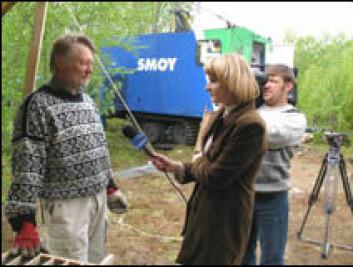 """""""NGUs Victor Melezhik blir intervjuet av et team fra Murmansk TV."""""""