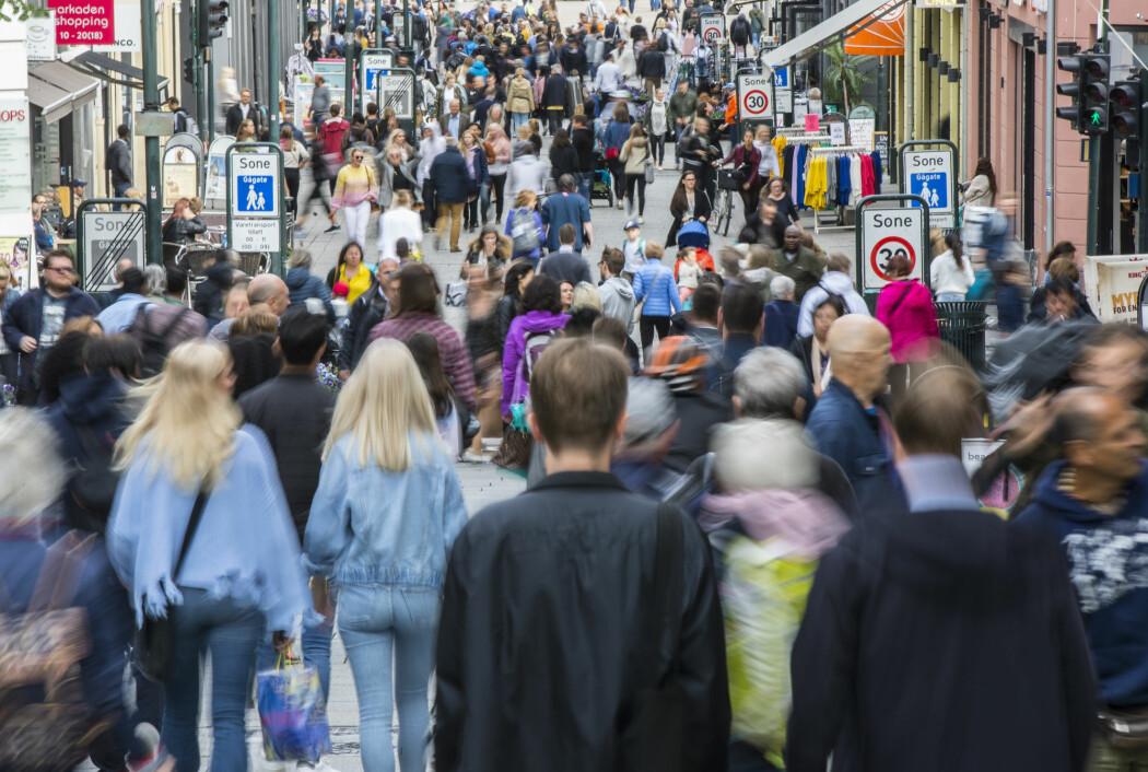 Det er byene som vil vokse, ifølge SSB. Bildet er tatt på Karl Johans gate i Oslo.