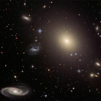 """""""I snart 100 år har vi antatt at universet blir større og større, en det kan hende det heller blir tyngre og tyngre."""" (Foto: (Illustrasjon: NASA/ESA/Hubble Heritage Team))"""
