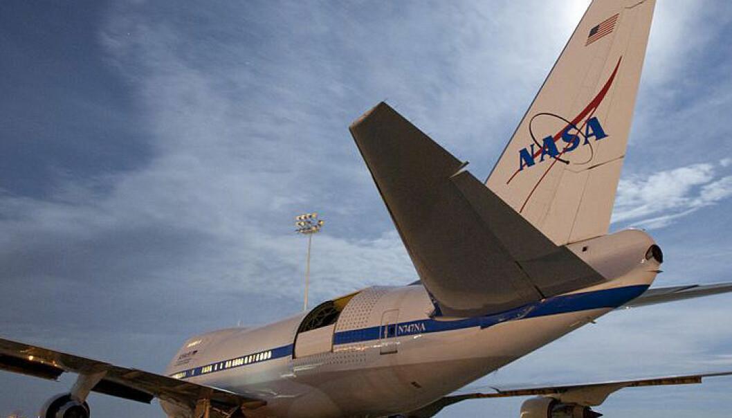 Stratospheric Observatory for Infrared Astronomy (SOFIA) er verdens største flybårne observatorium. Fra en lasteluke i en Boeing 747 ser det 2,5 meter store speilteleskopet i infrarødt lys mot fjerne stjernetåker. NASA