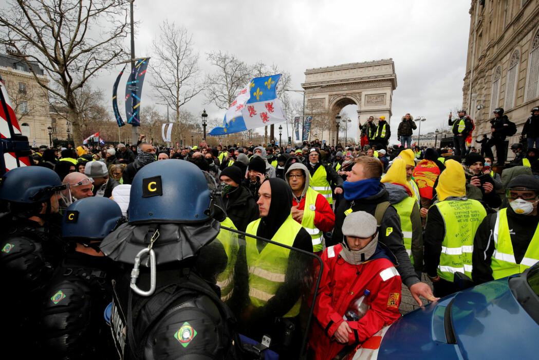 De gule vestene i Frankrike protesterer blant annet mot elitens makt. Men hvem er egentlig den franske eliten?
