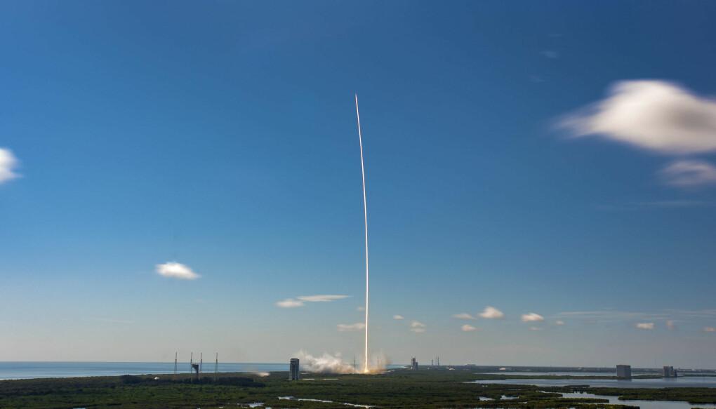 Her skytes Falcon 9-raketten opp den 18.august. Det første stadiet i denne raketten ble gjenbrukt for sjette gang i dette oppdraget.