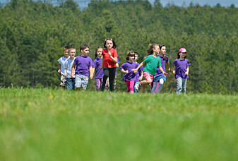 Barn er lykkeligere og sunnere om de er mye ute i naturen, men kan også bli bekymret