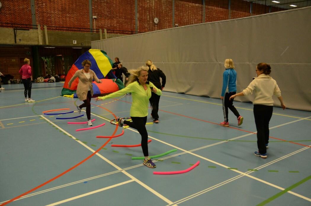 Kroppsøving må også passe dei som er minst aktive i idrett på fritida. Her er kroppsøvingslærarar på kurs hos Norges idrettshøgskole.