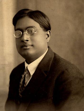 Satyendra Nath Bose, som levde på samme tid som Albert Einstein, har fått halve Higgs-bosonet oppkalt etter seg. (Foto: Wikimedia Commons)