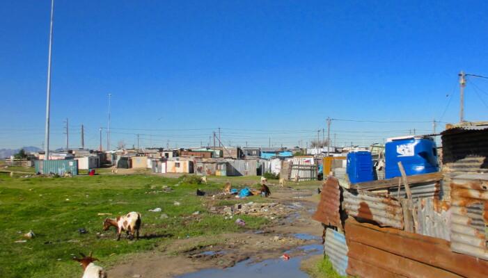 Innbyggerne i townshiper og uformelle bosettinger er mest utsatt for vold og kriminalitet. Er da sikkerhetstiltakene i velstående nabolag nødvendig? Bildet tok jeg under feltarbeid i en township i Cape Town.