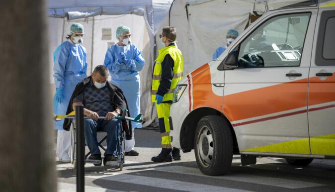 Italiensk covid-pasient fra Milano i mars. Bilder som disse, og det som verre var, kan ha forsterket de danske pasientenes opplevelse av sykdommen.