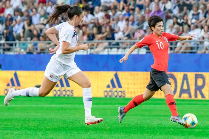 Ingrid Syrstad Engen er én av mange norske fotballspillere som har markert seg utenlands, blant annet som seriemester i Tyskland. Her fra en landskamp mot Sør-Korea i juni 2019.