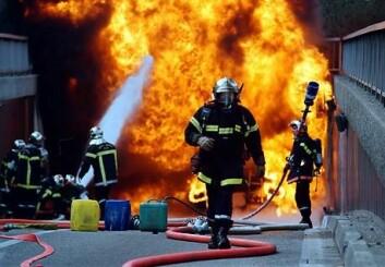 Det ser farlig ut for utenforstående, men ifølge brannmenn i en svensk studie er dette en kontrollerbar situasjon. (Illustrasjonsfoto: www.colourbox.no)